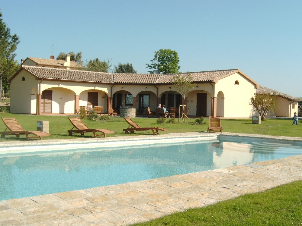 https://www.gastintoscane.nl/data/images/roselle/pool-collina-degli-olivi-004.jpg